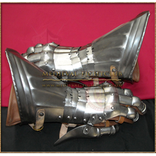 Gothic Fluted Gauntlets - patterned lames