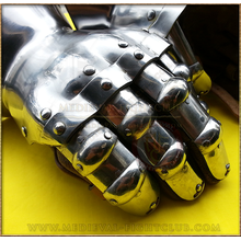 Hourglass Gauntlets - finger plates